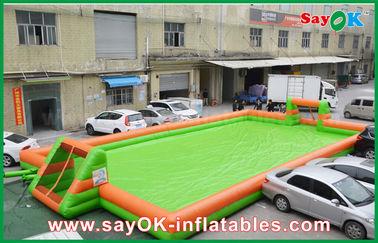 الصين 0.55 PVC نفخ الألعاب الرياضية ملعب كرة قدم المحمولة / كرة القدم في الملعب المزود
